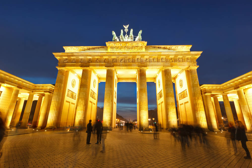 A night-time shot of the Brandenburg Gate in Berlin - one of my travel destinations for 2017-gate-berlin