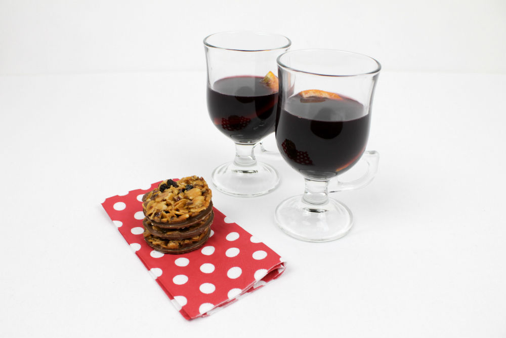 Christmas wouldn't be Christmas without a glass of mulled wine, and my italian-inspired recipe is perfect with these Thomas J Fudge's Florentines
