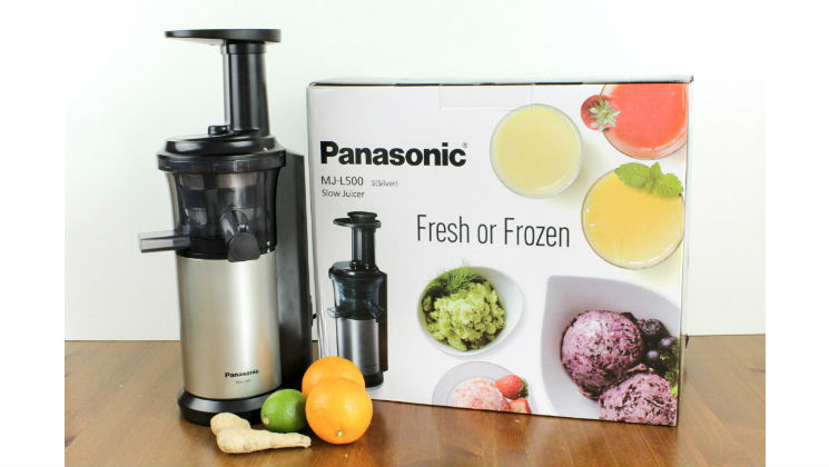 As part of my Panasonic #ExperienceFresh series, I've been trying out the MJ-L500 Slow Juicer. It's definitely been my favourite kitchen gadget to test! #review