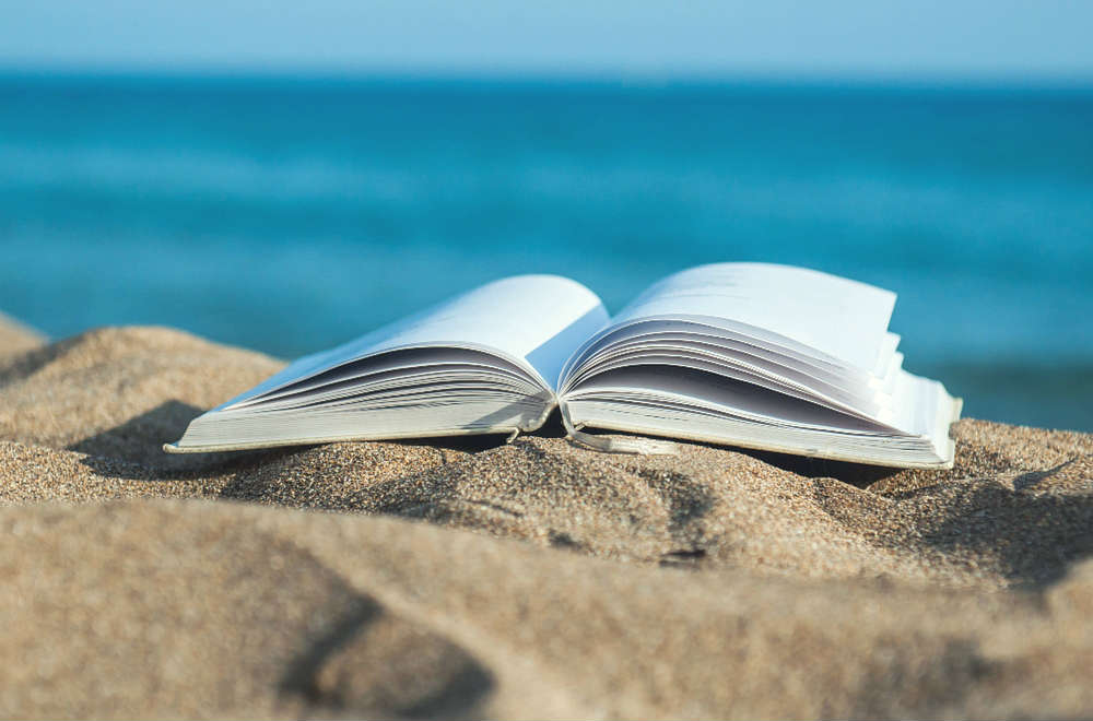 Looking for a good read for your summer holiday? I love spending time relaxing with a good book in the summer, so I'm sharing Summer Reading recommendations from some of my blogger friends.