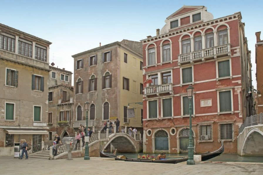 This apartment in the heart of Venice is available to book at Clickstay