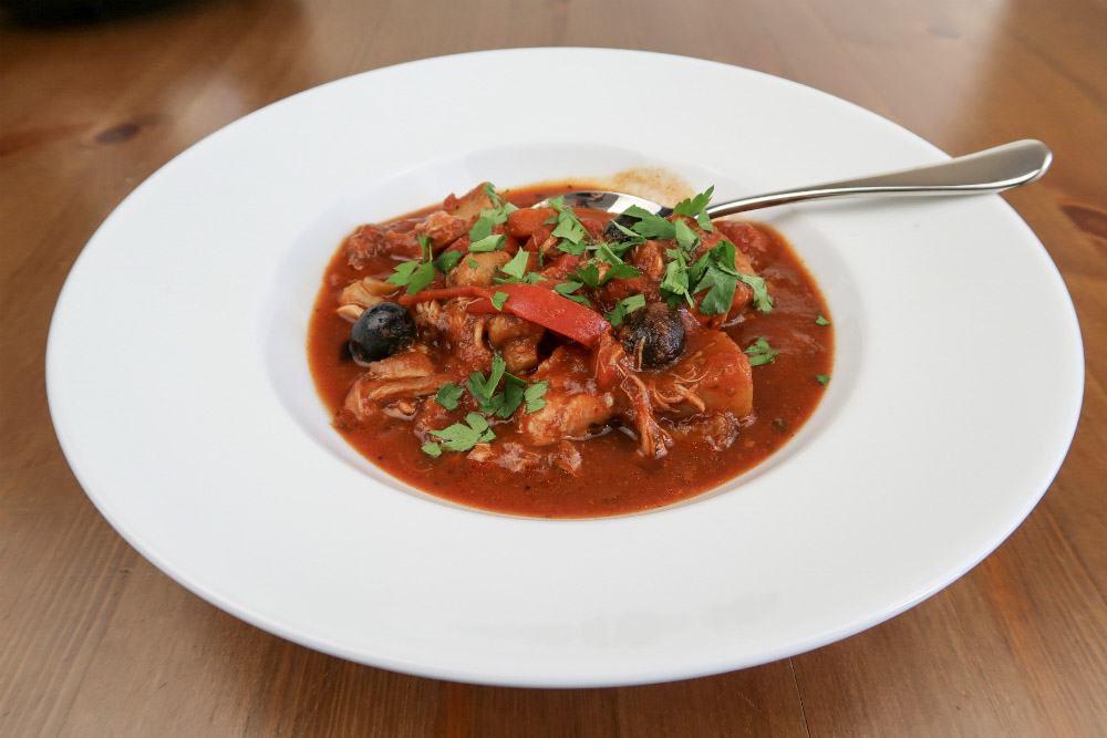 How would you like to come home to a steaming bowl of Chicken Cacciatore for dinner? It's easy with this recipe for your slow cooker or crockpot!