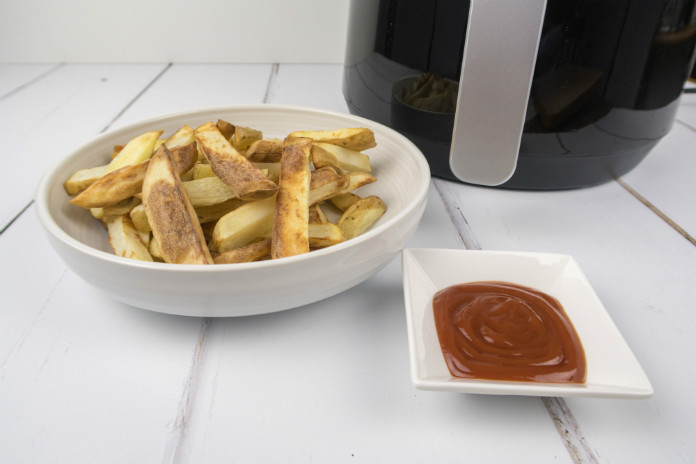 Home made fries cooked in the VonShef Digital Air Fryer - crisp and brown on the outside, fluffy on the inside.