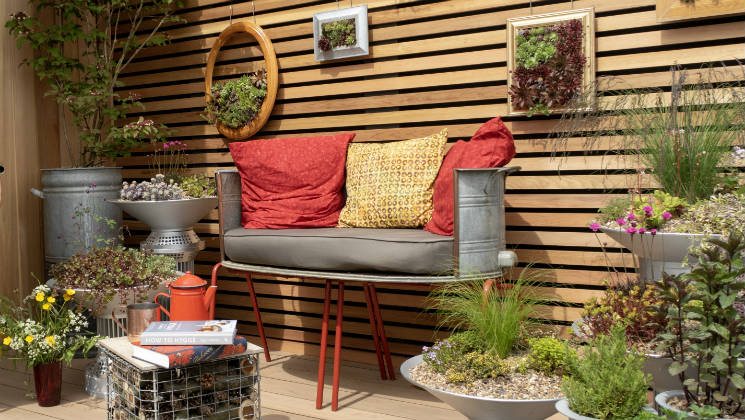 This video is full of inspiration for patios, balconies and small gardens from the RHS Malvern Spring Festival 2018.