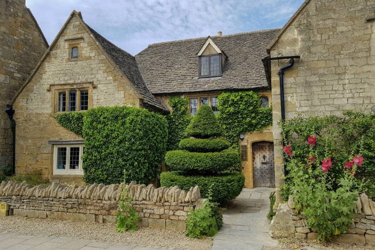 A chocolate box cottage in the Cotswolds village of Broadway, one of the destinations on my National Holidays Mystery Tour