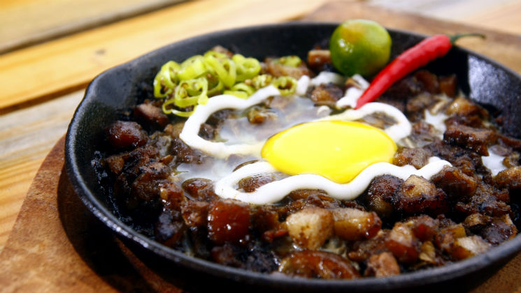 Filipino cuisine is highly sought after by many tourists.In this guest post, discover six top Filipino foods to try when you visit the Philippines!