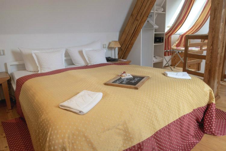 The bedroom area of the Rabengiebel junior suite at the Hotel Drei Raben in Nuremberg