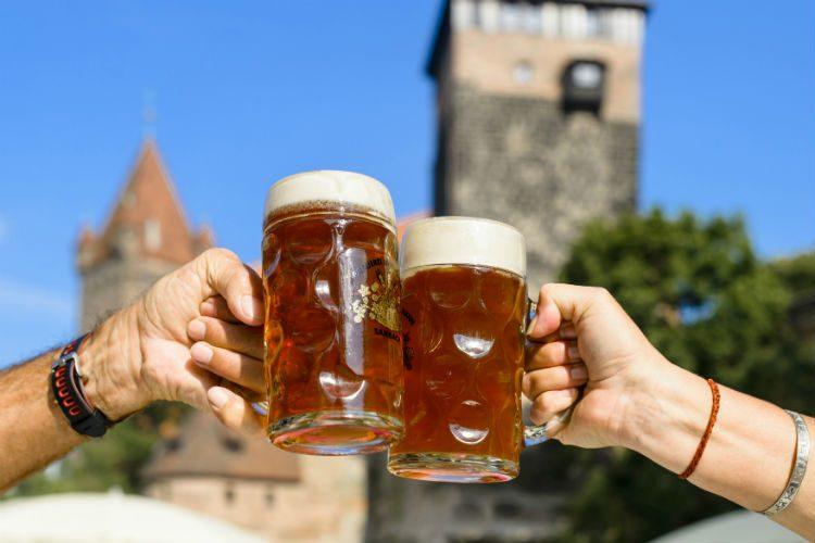 Two large glass steins of Nuremberg red beer