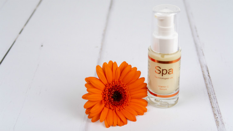 Vitamin C Serum from Spa Technologies UK is a rich, hydrating serum to refresh, re-plump and revitalise your skin.