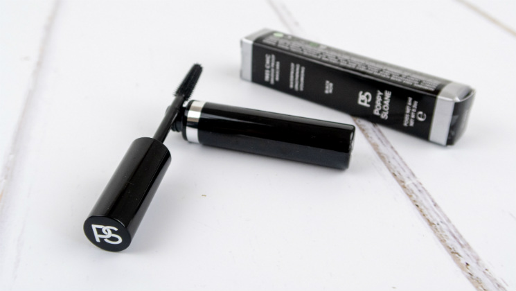 Tres Chic mascara is smudgeproof and waterproof, but only needs warm water to remove it. Is this the Holy Grail of mascara? [Ad]