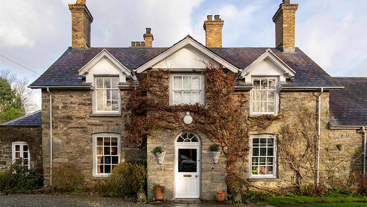 Discover Tyddyn Llan, an elegant restaurant with rooms which combines fabulous food with a warm welcome.