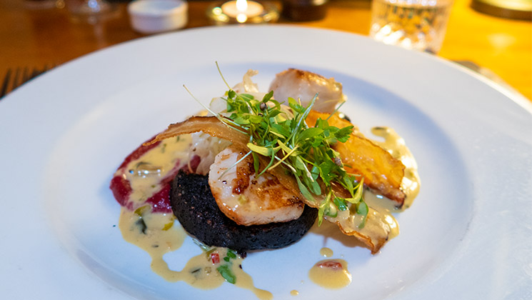 Discover the fantastic Scottish food and drink that's on the menu at the Kirkstyle Inn in Dunning